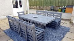 dark-grey-painted-pallet-patio-dining-set.jpg (960×540)