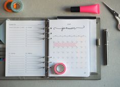 Monatsübersicht im Kalender – Zum Vergrößern klicken
