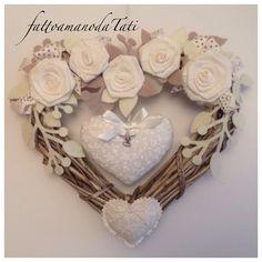 Cuore nascita in vimini con rose di lino e cuori imbottiti, by fattoamanodaTati su misshobby.com