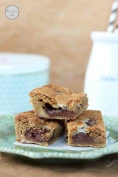 Gooey Nutella Condensed Milk Cookie Bars