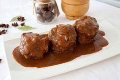 Receta tradicional de rabo de toro Spanish Kitchen, Spanish Dishes, Spanish Tapas, Spanish Food, Meat Recipes, Cooking Recipes, Salsa, Oxtail, Meat Chickens