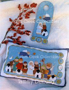 so cute nativity pillow Nativity Crafts, Christmas Nativity, Felt Christmas, Christmas Projects, Christmas Holidays, Christmas Ornaments, Christmas Pillow, Felted Wool Crafts, Felt Crafts