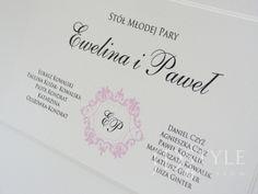 Plan stołów weselnych VI-13-PS pomaga w odnalezieniu miejsca na stole gościom weselnym, a w dodatku bardzo ładnie wygląda.
