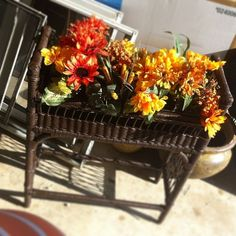 My latest project. #paint #wicker #expresso #flowers #greenthumb #theyarefake  - @whitneyrenee_93