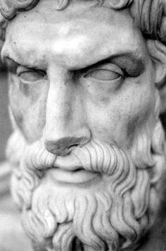 "Epicuro (Επίκουρος, 341 - 270 a.C) ""No es lo que tenemos, sino lo que disfrutamos, lo que constituye nuestra abundancia"". The Stoics, Ancient Greece, Portrait, Mythology, Evolution, Religion, Black And White, World, Face"