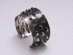 Stunning cuff designed by Grete Prytz Kittelsen for Tostrup Norway c.1960 Heavy Sterling Silver