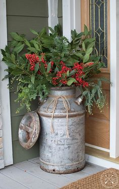 A lot of country themed home are most likely to go for country Christmas decorations. Of course, country Christmas decorations … Christmas Garden, Farmhouse Christmas Decor, Christmas Door, Rustic Christmas, Christmas Crafts, Christmas Christmas, Christmas Island, Primitive Christmas, Christmas Design