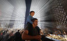 Fiéis comparecem ao Santuário Nacional de Nossa Senhora Aparecida durante a manhã desta quarta feira, feriado nacional