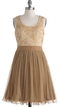 Pretty chiffon dress http://rstyle.me/n/enuyenyg6