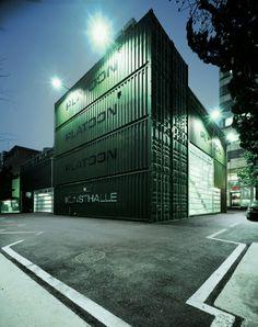 Мы уже вам показывали что можно сделать из обычных контейнеров, а сегодня предлагаю взглянуть на творение Азиатских архитекторов. 2009 - PLATOON - Сеул - открывает свои двери для широкой публики центр субкультуры в Азии. Построенный из 28 ISO грузовых контейнеров, которые были сложены, как будто маленький ребенок играл в кубики, центр стал оригинальным исполнением Graft Lab. Контейнера образуют уникальную конструкцию, которая может быть восстановлена в любом другом месте в любое время…