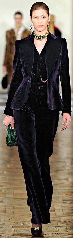 Stylish Suit, Velvet Fashion, Fashion Pants, Suits For Women, Decor Styles, Cool Pictures, Ralph Lauren, Couture, Beautiful