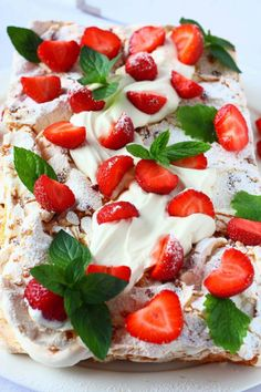 Mansikkainen Brita-kakku - Suklaapossu Caprese Salad, Yummy Cakes, Sweet Recipes, Biscuits, Sweet Treats, Goodies, Strawberry, Food And Drink, Baking