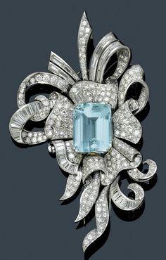 BROSCHE MIT AQUAMARIN UND DIAMANTEN, um 1945. (brooch with aquamarine and diamond, c. 1945)