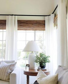 Curtains Living, Living Room Windows, Home Living Room, Living Spaces, White Curtains, Sunroom Curtains, Corner Window Curtains, Casas Magnolia, Window Treatments Living Room