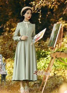 manto 1940s Fashion, Lolita Fashion, Modest Fashion, Hijab Fashion, Korean Fashion, Fashion Dresses, Vintage Fashion, Vestidos Vintage, Vintage Dresses