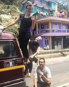 Здесь встречаются очень необычные и красивые здания..) #india #darjeeling #ontheway #crazy #life #friends #dts #dts2016 #dtsrussiateam #ielza #ywam #ywamfamily #ywamrussia #ywamvladivostok #team #trip #travel #elzagram #elzalife by ielza_official http://bit.ly/dtskyiv #ywamkyiv #ywam #mission #missiontrip #outreach