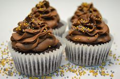 CUPCAKES DE PLATANO Y CHOCOLATE - Con un toque de azúcar Cake Pops, Muffins, Deli, Yummy Food, Sweet, Desserts, 3, Blog, Crochet