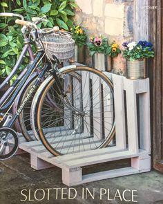 Wooden pallet table Mercedes Werkstatt Pallet table made of wood - Mercedes diy pallet - diy pallet garden - diy pallet signs Pallet Bike Racks, Diy Bike Rack, Bicycle Rack, Bicycle Storage, Garden Bike Storage, Wood Bike Rack, Wooden Pallet Table, Wooden Pallets, Pallet Wood