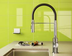 Zest Nero Single Hole Kitchen Faucet with Pull-Out Spray - Aquabrass