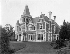 Stoke House in Newtown, Tasmania,built in 1887 (year unknown). Australian Continent, Largest Countries, Empire Style, Small Island, Back In Time, Tasmania, Continents, Old Houses, Scenery