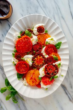 This beautiful Caprese salad tastes as great as it looks! It's an easy statement salad for parties or regular weeknights. Caprese Salad Recipe, Lettuce Salad Recipes, Fresh Salad Recipes, Vegetable Salad Recipes, Healthy Salad Recipes, Vegetarian Recipes, Food Obsession, Dinner Salads, Mediterranean Recipes