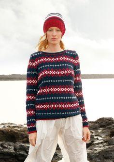Retro-Marine In Marine, Weiß und Rot! Schmale und breite Jacquardstreifen sind bei diesem Pullover im Wechsel gestrickt. Mit rundem Halsausschnitt. Der Pullover wird gestrickt mit ggh-Garn VOLANTE (55% Merino, 45% Baumwolle). Die...