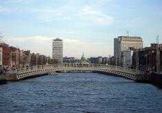 Half Penny Bridge over river Liffey, Dublin
