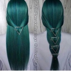Ombre Hair Color Trends - Is The Silver Style Ombre hair color has always been a fierce trend, but grey ombre really takes things to the next level. This trend is the least old-fashioned. Teal Hair, Ombre Hair Color, Ombre Green, Grey Ombre, Green Lace, Teal Green, Blue Green Hair, Lilac Hair, Pastel Hair