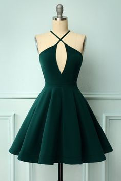 cute dresses Zapaka Dark Green Simple Halter Backless Short Homecoming Dress with Keyhole Green Homecoming Dresses, Hoco Dresses, Dance Dresses, Baby Girl Dresses, Dress Outfits, Fashion Outfits, Styles Of Dresses, A Line Dresses, Short Homecoming Dresses