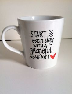 Start Each Day With a Grateful Heart - Hand Painted Mug - Grateful Heart - Hand… Sharpie Crafts, Diy Sharpie Mug, Sharpie Mug Designs, Coffee Love, Coffee Cups, Coffee Corner, Tassen Design, Painted Mugs, Painted Ceramics