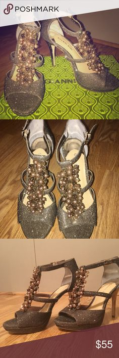Gianni Bini formal heels sz 8 Beautiful dark champagne Gianni Bini T strap heels. Perfect for homecoming, prom, formal events. Never worn. Glitter. Brown. Blush. Gianni Bini Shoes
