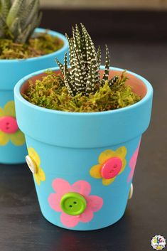 Creating crafts like this Fingerprint Flowerpot Craft can be a fun way for kids to develop their fine motor skills, coordination, muscle strength, and more.