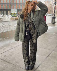 Instagram Baddie, Instagram Posts, Rainbow Fashion, Streetwear Fashion, I Dress, Street Wear, Outfits, My Style, Coat