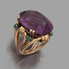 Gold has been the favored metal for wedding rings in the west for a long time. It is very rare that couples exchange rings aside from gold rings when getting wed. Jewelry Art, Antique Jewelry, Gold Jewelry, Jewelry Rings, Vintage Jewelry, Jewelry Design, Jewellery, Turquoise Wedding Jewelry, Gold Ring Designs