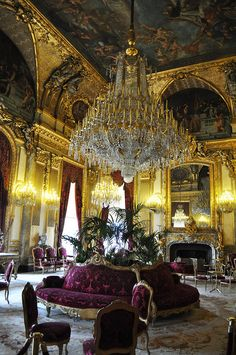 Louvre Palace banqueting; would love to have a glass of wine while listening to a fantastic music on the piano...caviar would be good too!