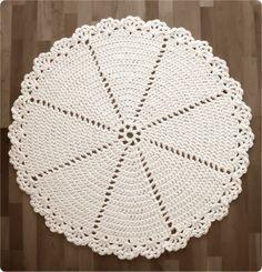 Pirjon kädenjälkiä: Pattern for lace rug in English and Finnish. Material: t-shirt yarn / zpagetti.