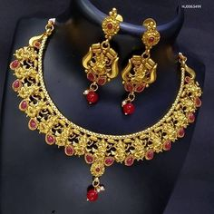 WHATSAPP 6290346409 COD n REFUND Copper Necklace, Necklace Set, Trendy Jewelry, Jewelry Sets, Bridesmaid Makeup, Pendant Set, Jewelry Collection, Jewelry Design, Beads