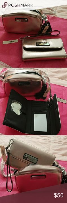 VICTORIA'S SECRET Rose gold crossbody zipper bag Rose gold wallet with coin zipper and side pocket that fits your checking book inside. My GALAXY S7 ANDROID phone FITS inside if you are wondering. Lol Victoria's Secret Bags Crossbody Bags