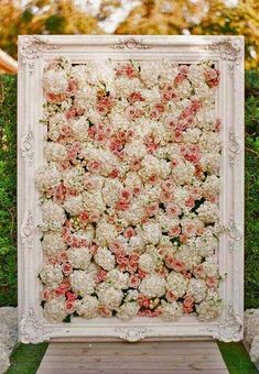 Flower walls are a stunning piece of decor that creates a gorgeous backdrop for your photographs! This ongoing trend is continuing to shine in Photo credit: . Yarn Wall Art, Hanging Wall Art, Diy Wall Art, Diy Wall Decor, Bedroom Decor, Flower Wall Backdrop, Wall Backdrops, Floral Backdrop, Photo Backdrops