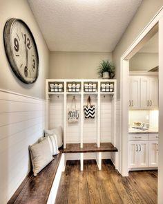 Modern farmhouse mudroom entryway ideas (31)