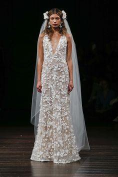 Para quem está em busca de inspiração, selecionamos alguns dos vestidos de noiva que Naeem Khan apresentou durante a temporada Fall 2017 da NY Bridal Week.