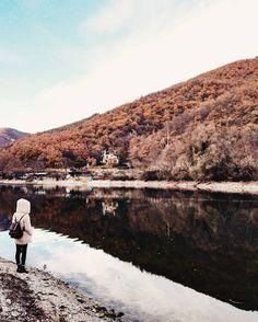 """[#lookingforaframe] """"Immaginate di specchiarvi in un #lago che persona vorreste vedere accanto a voi?"""" w/ @abicidi by giuliotolli"""