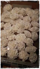 Arjen Helmiä: DIY: Suodatinpussikranssi Krispie Treats, Rice Krispies, Stuffed Mushrooms, Christmas Decorations, Vegetables, Breakfast, Food, Ideas, Tips