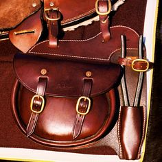 Working Saddle Bag Horse Gear, Horse Tack, Rm Williams, Cowboy Gear, Leather Workshop, Medicine Bag, Leather Saddle Bags, Bike Bag, Round Bag