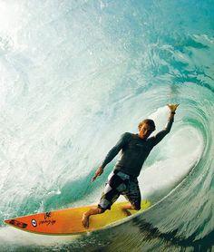 #Surfer c'est jouer avec les éléments...  #wave #surf #sea #amazing #performance