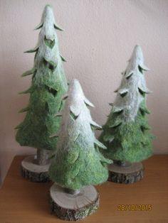 Tannenbaum Baum handgefilzt Set moosgrün weiß von FILZ_HOLZ_und_MEHR auf DaWanda.com