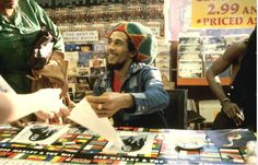 Bob Marley at Tower Records in 1979 - Imgur