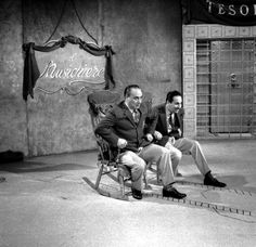 Mario Riva and bandleader Gorni Kramer on the rocking chairs of the musical quiz.