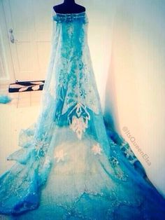 I think someone should wear this dress to prom this year