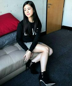 Kisses Delavin with a grunge look. Love you, beauty! ❤   Ps, those boots look so good on you! 😍 #OOTD